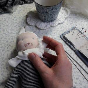 Le petit lapin bleu, un kit Pique & Colegram