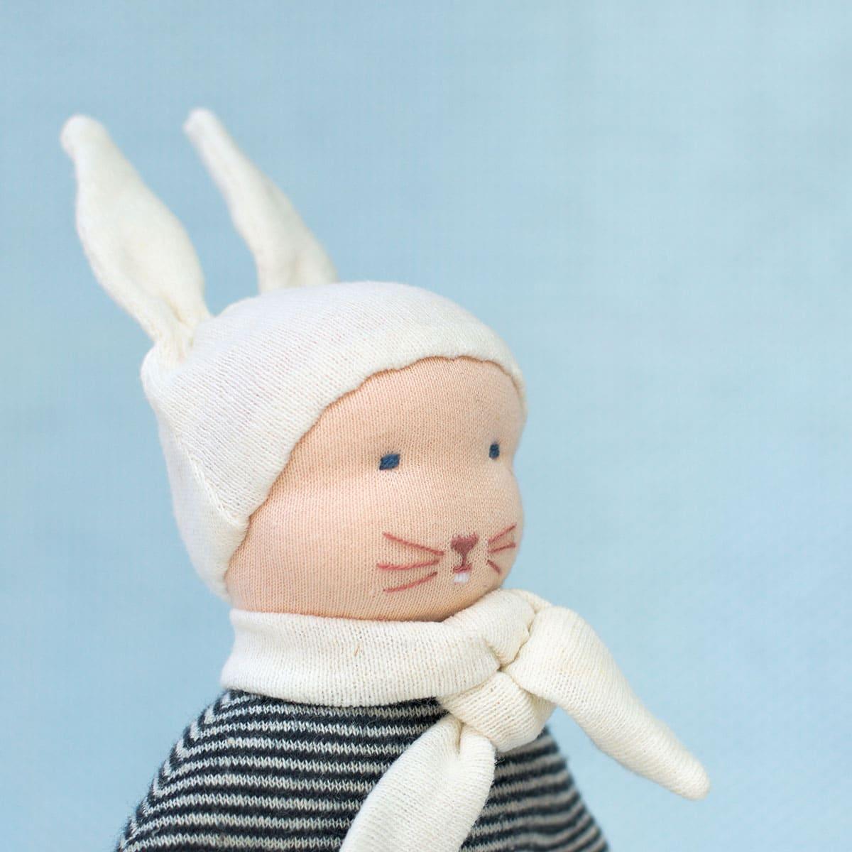 petit lapin bleu un doudou pique colegram faire soi m me. Black Bedroom Furniture Sets. Home Design Ideas
