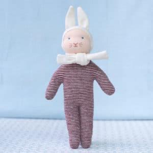 Petit lapin rouge, un doudou d'inspiration Waldorf à faire soi-même