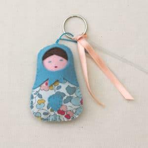 La petite poupée russe en feutrine et Liberty, à faire soi-même