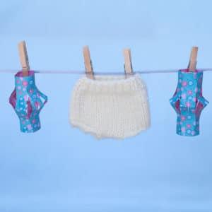 petite culotte de laine à tricoter pour une poupée Waldorf 23cm de Pique & Colegram