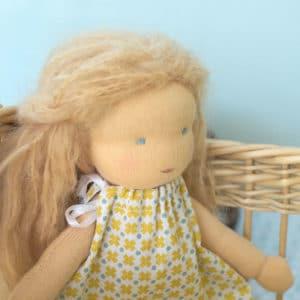 Passiflore, poupée waldorf de 23cm à coudre soi -même
