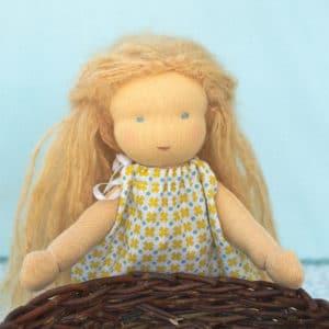 Passiflore, poupée Waldorf à réaliser à partir d'un kit contenant les matières et les explications nécessaires