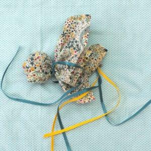 la balle comète, un jouet à faire soi-même en tissu Liberty