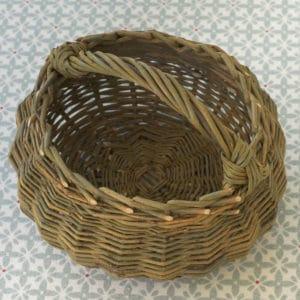 Le panier tout rond réalisé de manière artisanale par une vannière diplomée