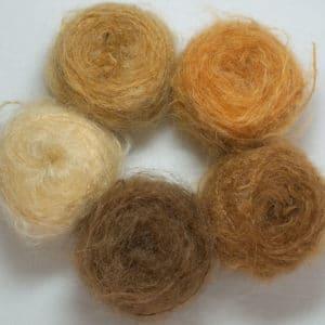 laine Dolly Mo chunky pour confectionner les cheveux des poupées Waldorf