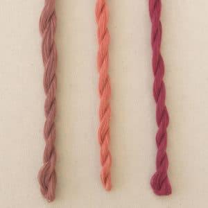 cotons à broder danois de couleur rose ancien, corail et fuchsia