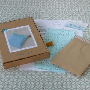 le carré lavande, kit très simple pour réaliser un mini coussin relaxant rempli de graines de colza et de lavande