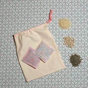 kit coussins tactiles et petit sac assorti à réaliser à partir de tissus oeko-tex