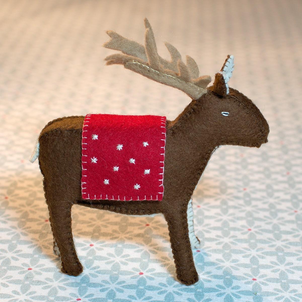 Atelier de Noël: le renne à faire soi-même, tout en matières naturelles