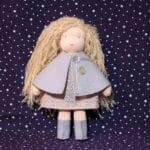 """kit """"la cape réversible et les bottes"""" réalisé et porté par la poupée waldorf bergamote"""