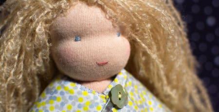 Les ateliers poupées Waldorf pour réaliser soi-même une poupée Waldorf comme par exemple Bergamote, poupée waldorf de 23cm