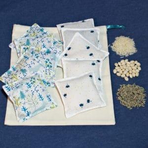 kit pour réaliser 10 coussins tactiles en tissu oeko-tex (à garnir de différents éléments) avec sac de rangement