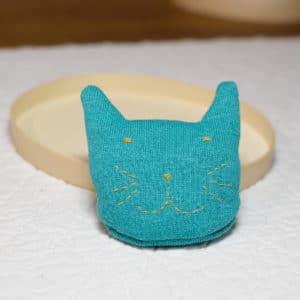kit du chat chauffe-mains à réaliser à partir de tissus bio et de graines de colza