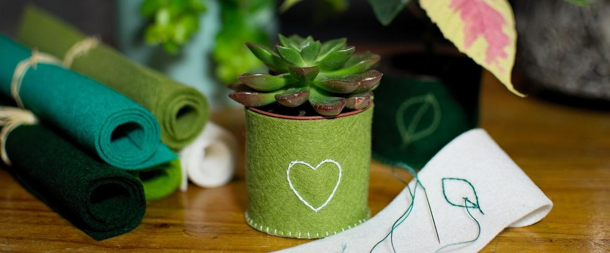tuto du cache-pot en feutrine de laine adapté aux petits pots de plantes, cactus, succulentes