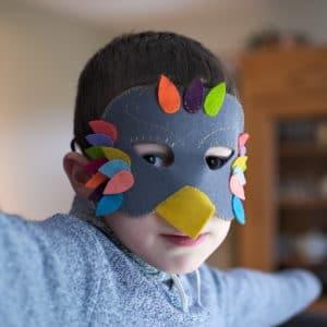 masque oiseau à réaliser à partir de feutrine pure laine