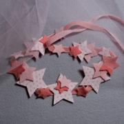 kit créatif permettant de réaliser un heabdand avec des étoiles en feutrine de laine et popeline oeko-tex