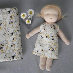 """kit robe à réaliser soi-même à partir du tissu Atelier Brunette """"Angèle"""", adapté aux poupées Pique & Colegram mesurant 23cm"""