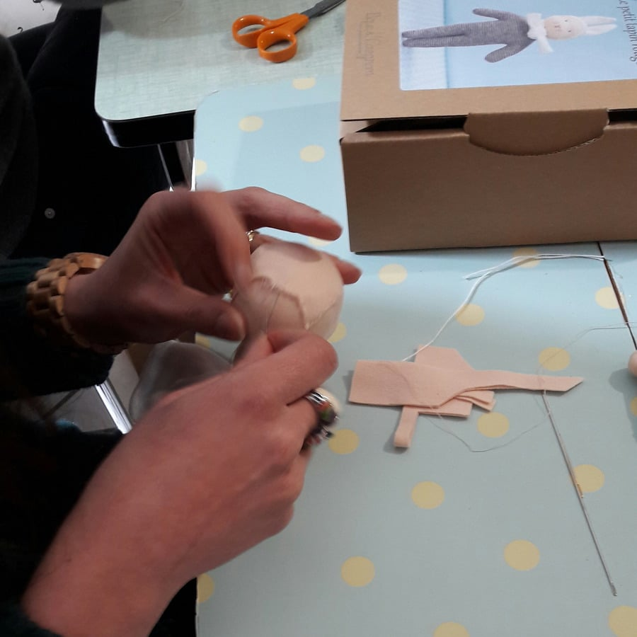 atelier Petit Lapin chez mua et formation à la confection des têtes de poupées Waldorf
