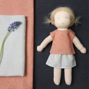 L'ensemble Melba, kit à coudre pour les poupées Pique & Colegram mesurant 23cm