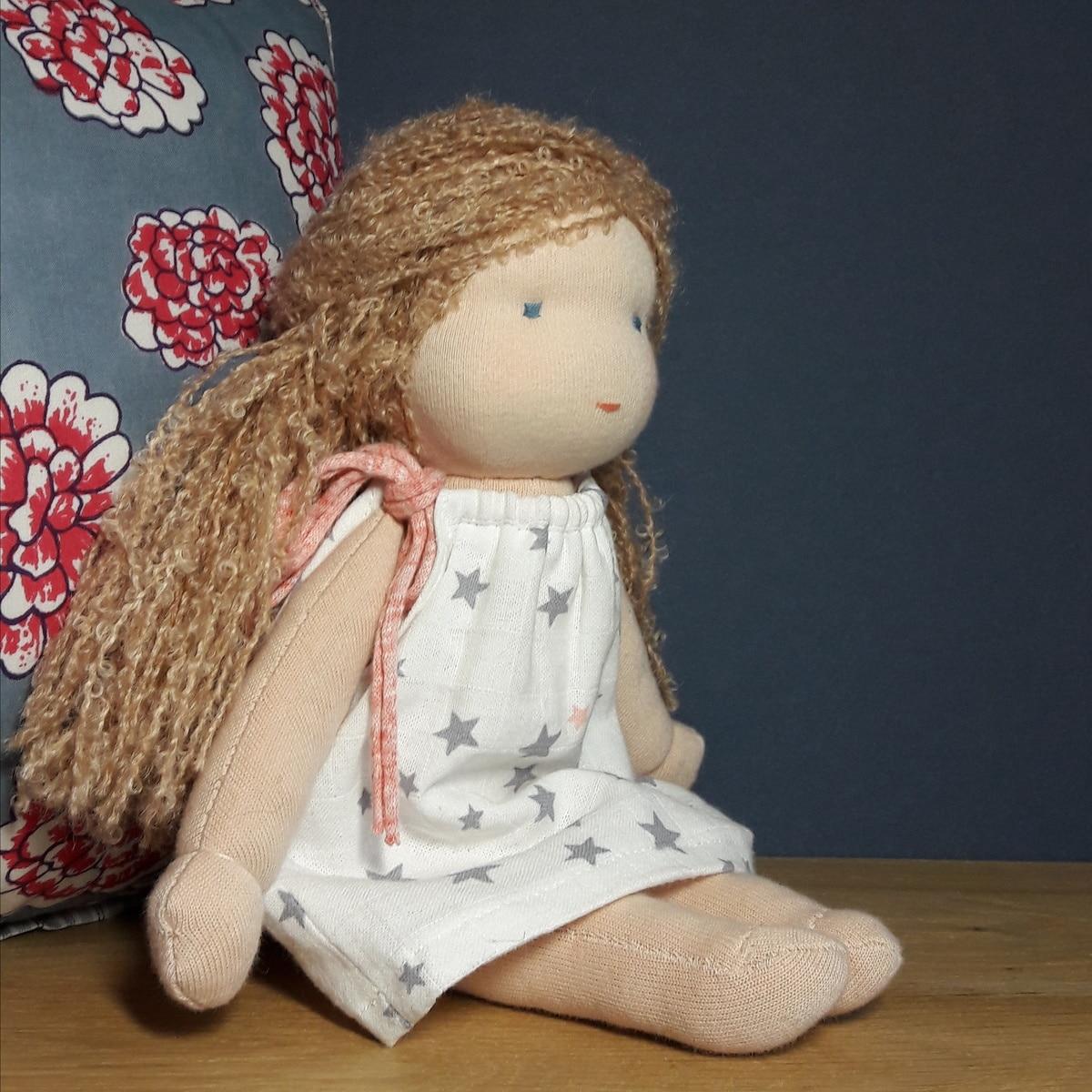 Iris, poupée Waldorf à faire soi-même chez soi ou en atelier poupées