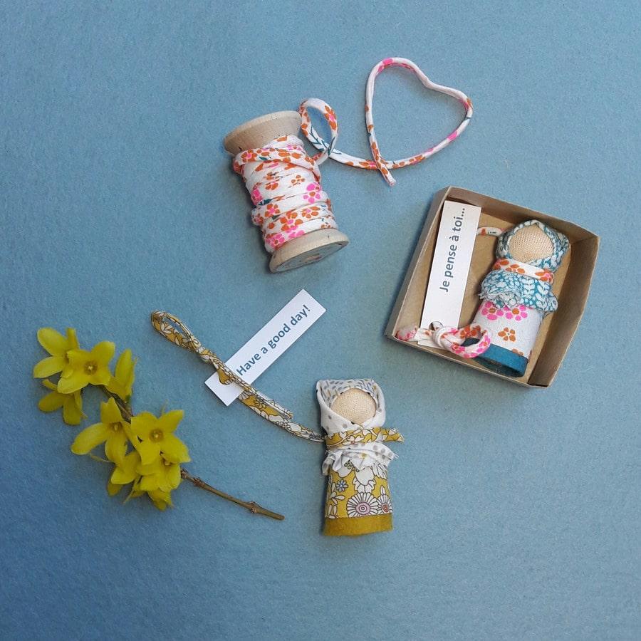 Les poupées mots doux, un kit Pique & Colegram à réaliser chez soi ou lors d'un atelier poupées mots doux