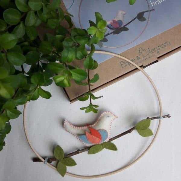 l'oiseau sur la branche