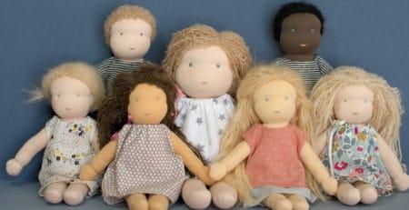 poupées Waldorf réalisées par Pique & Colegram proposées lors des ventes éphémères de poupées Waldorf