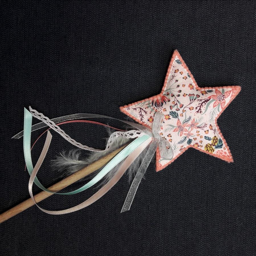 la baguette magique corail et liberty, un kit Pique & Colegram à réaliser chez vous ou lors de notre atelier baguette magique !