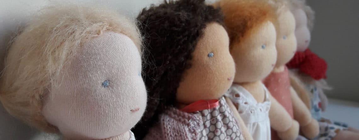 Les kits poupée Waldorf réalisables à la maison ou en stage de confection d'une poupée Waldorf