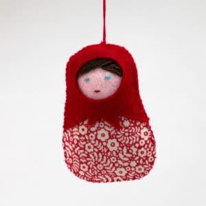 Petite poupée russe rouge, un kit Pique & Colegram