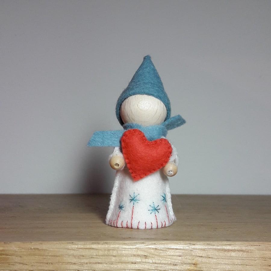le lutin du coeur, un kit Pique & Colegram à faire soi-même à la maison ou lors d'un atelier lutin