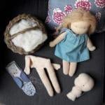 Atelier en ligne, en direct, proposé par Pique & Colegram, pour réaliser ensemble nos modèles, en particulier nos poupées Waldorf, comme Violette poupée Waldorf