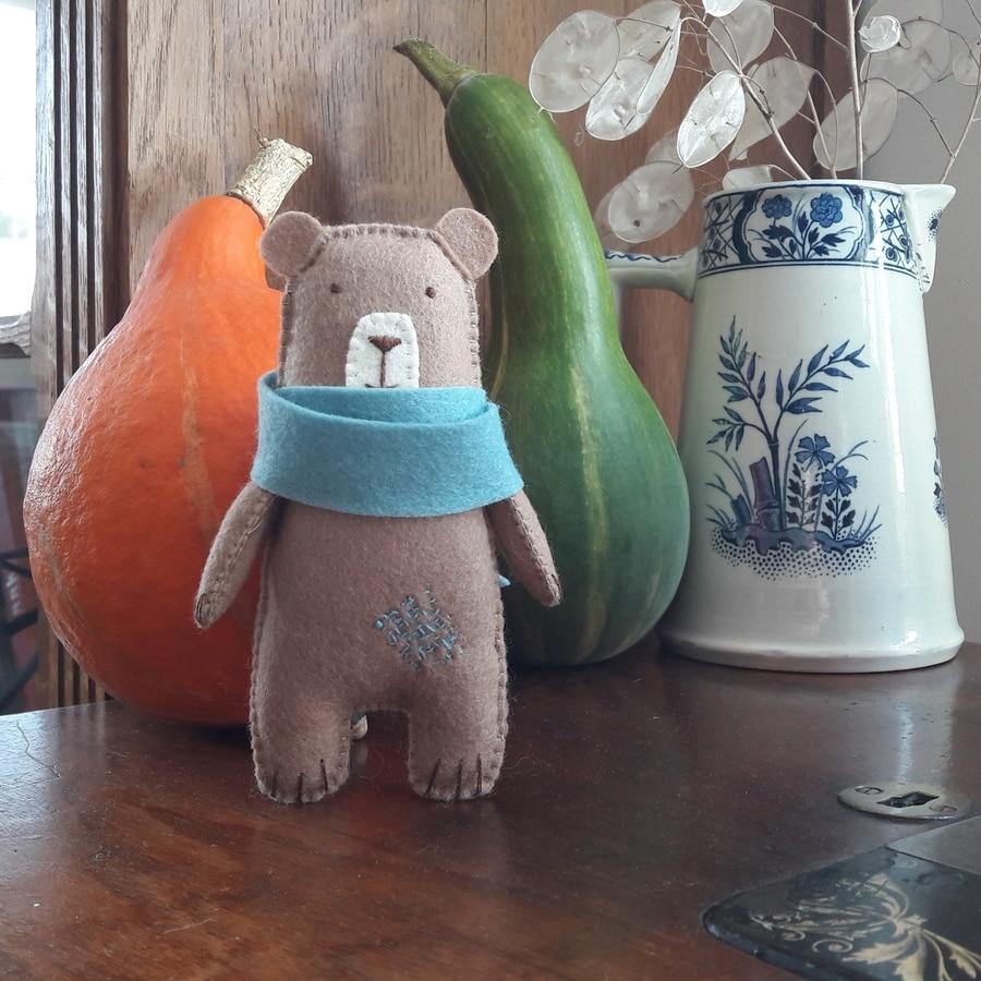 Petit ours Arsène, un kit Pique & Colegram à réaliser chez soi ou lors de l'atelier
