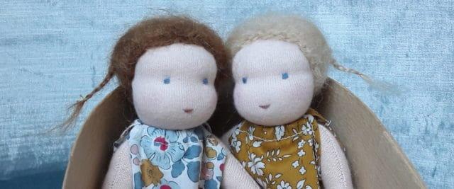 Une mini poupée Waldorf chez Pique & Colegram