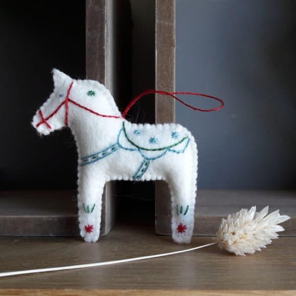 Petit cheval de Dala! Les petits chevaux de Dala, un kit Pique & Colegram