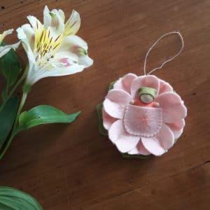 Le bébé fleur, un kit Pique & Colegram