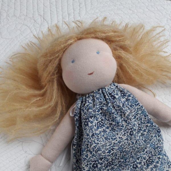 Violette poupée Waldorf
