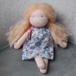 Violette, poupée Waldorf Pique & Colegram à réaliser chez soi ou lors du stage poupées Waldorf d'Avril