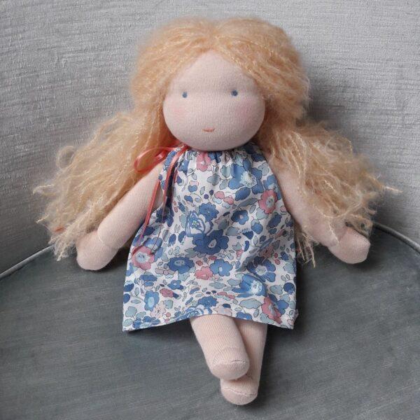 Violette, poupée Waldorf Pique & Colegram à réaliser chez soi ou lors du stage poupées Waldorf de Juillet