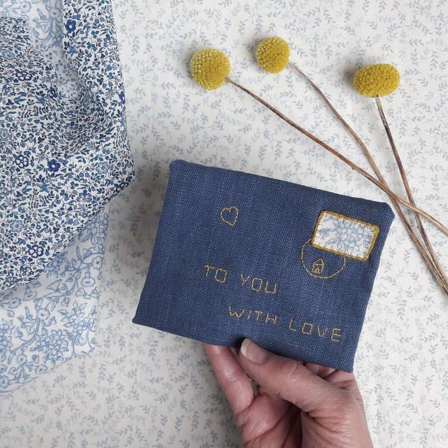 Atelier de confection d'une enveloppe mots doux chez Pique & Colegram