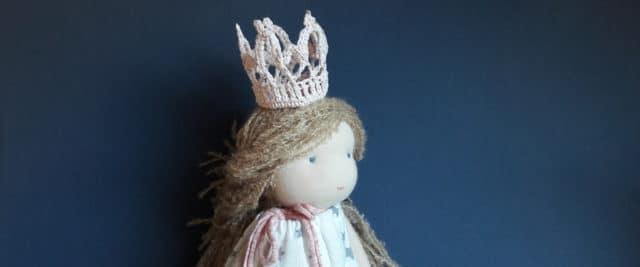Des couronnes pour les poupées
