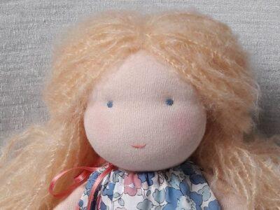 Coudre une poupée Waldorf avec Pique & Colegram, chez soi ou lors des ateliers poupées Waldorf