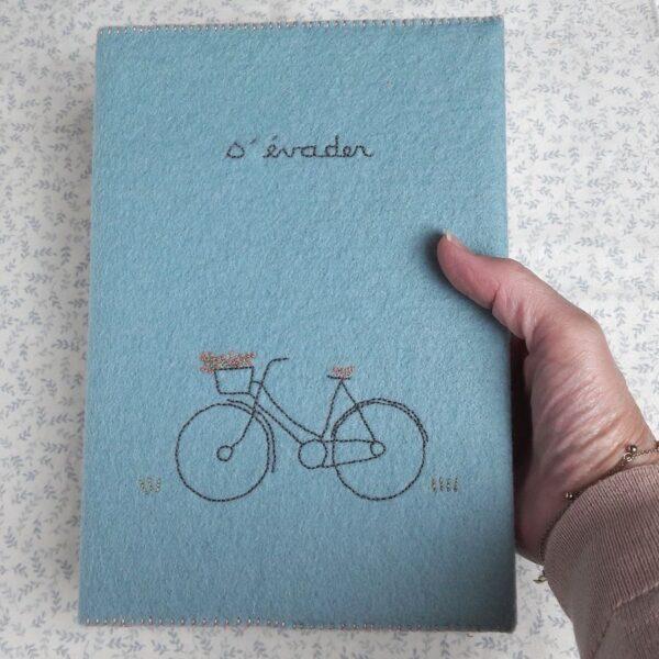 Le carnet brodé pour s'évader de Pique & Colegram